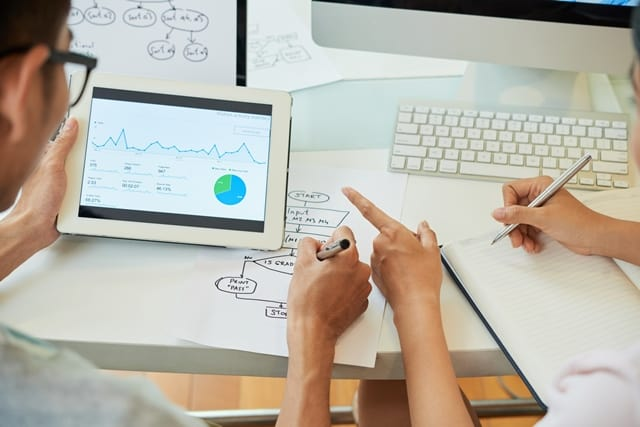 How To Use KPIs To Improve Web Content?